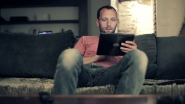 Man with tablet computer — Stock Video