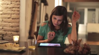 Woman watching photos on tablet — Stock Video