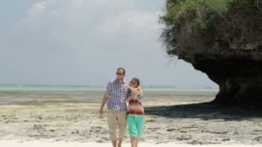 Young happy couple in love walking on exotic beach — Stock Video