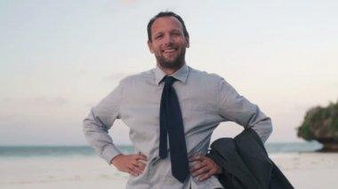 Happy businessman on beach — Stock Video