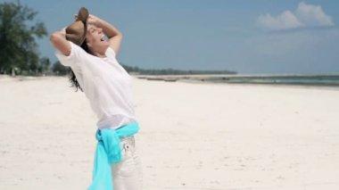 Woman having fun on beach — Stock Video