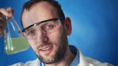 Happy scientist in laboratory — Stock Video