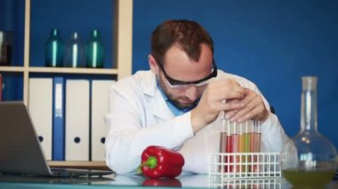 Biochemist inject chemicals red pepper — Stock Video