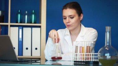 Beautiful female scientist — Stock Video