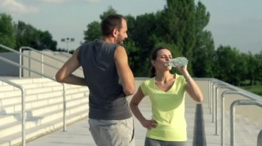 Joggers couple drinking water after run — Stock Video