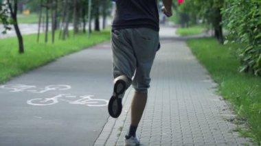 Man jogging in city park — Stock Video