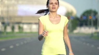 Tired woman resting after jogging — Vídeo Stock