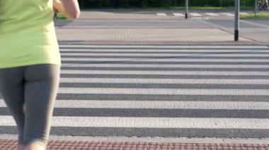 Woman jogging through zebra crossing — Stock Video