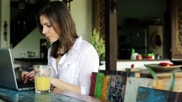 Видео женщина в соку фото 703-210
