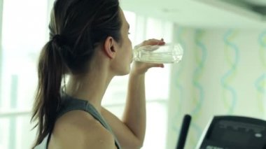 Woman drinking water after workout — Stock Video
