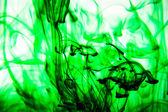 Tinta vegetale vierte agua — Foto de Stock