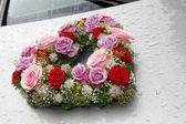 Flower decoration wedding car in the rain — Stock Photo