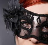 Junge Frau trägt Maske — Stock Photo