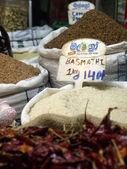不同水稻品种在市场上 — 图库照片
