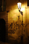 Graffiti daubed house wall — Stockfoto