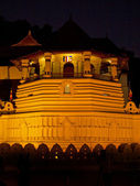 Temple of tooth in Kandy, Sri Lanka at night — Stock Photo
