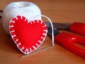 Red felt heart — Stockfoto