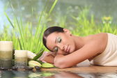 Beautiful woman relaxing at spa — Stock Photo