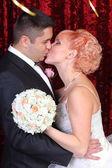 Happy couple kissing — Stock fotografie