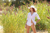 Sexy girl on a background of tall grass — Stockfoto