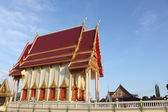 Thai temple with blue sky — Stock Photo
