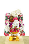 Flower decorated on tray with pedestal — Stockfoto