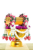 Flower decorated on tray with pedestal — Stock fotografie