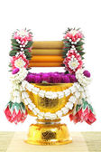 Flower decorated on tray with pedestal — Foto Stock