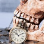 Pocket wach and human skull — Stock Photo #45507999