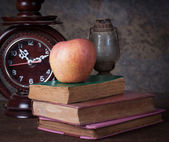 Group of objects on wood table. red apple, old clock,old rusty k — Stock Photo