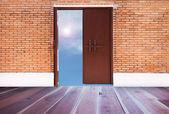 Öppna trä dörr — Stockfoto