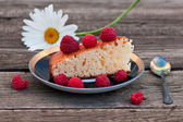 Pie with raspberry on the wooden backgraund — Stock Photo