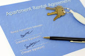 Signed rental agreement — Stock Photo