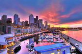Seattle skyline and waterfront in sunrise — Stock Photo