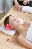 Femme profiter de massage — Photo