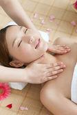 Kobieta masażu — Zdjęcie stockowe