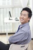Biznesmen w biurze — Zdjęcie stockowe