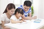 Family writing graffiti — Stockfoto