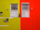 Wall. Doors to balcony. Bright colors. Mustard color and scarlet — Photo