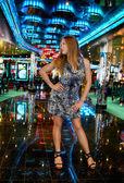 Meisje in bar — Stockfoto
