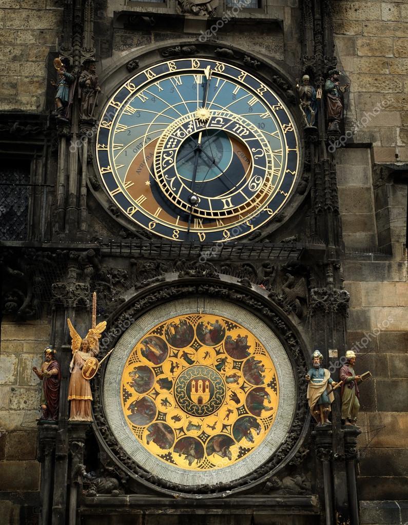Antico orologio gotico — Foto Stock © v-strelok #37114061