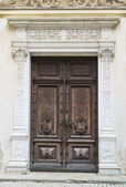 The sealed door of a palace — Stockfoto