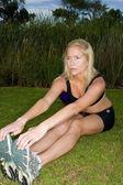 Молодая женщина, тренирующаяся — Стоковое фото