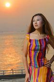 ファッショナブルなドレスを着た女性 — ストック写真