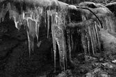 Icicles forming on rocks — Stock Photo