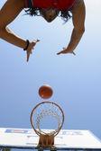 フープにボール — ストック写真