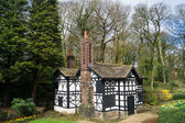 Tudor style builduing — Photo