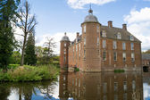 Dutch castle and moat — Stock Photo