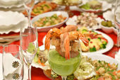 Shrimp in a glass with pea sauce — Stock Photo