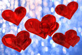 Several red hearts on the background blue bokeh — Stock fotografie